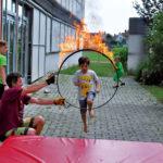 Zirkusschule in den Sommerferien mit Circus firulete von Daniel Torron Mack - Feuerreifen