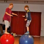 Zirkusschule in den Sommerferien mit Circus firulete von Daniel Torron Mack - Gleichgewicht