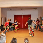 Zirkusschule in den Sommerferien mit Circus firulete von Daniel Torron Mack - Einrad fahren